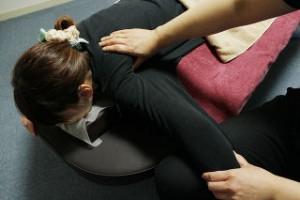 硬くなってしまった筋肉をゆるめ、逆にゆるみすぎた筋肉を刺激し活性化させます。
